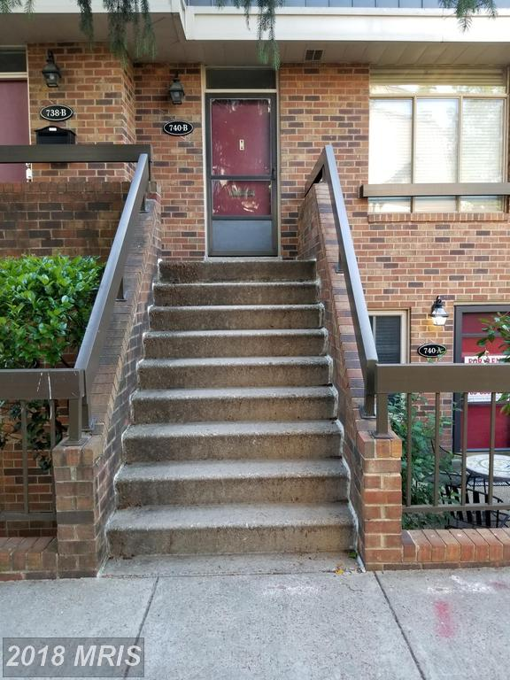 Mid 20th-Century Condominium Listed For Sale For $540,000 In Northern Virginia thumbnail