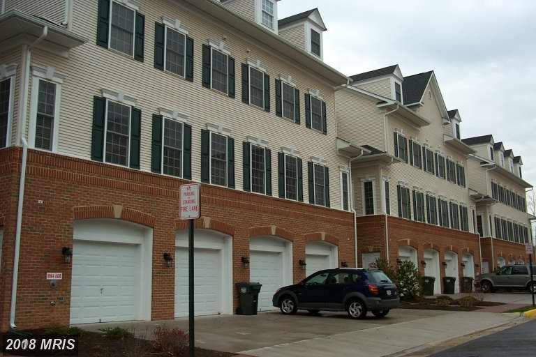 Interesting Townhouse Listed At $320,000 In Lorton thumbnail