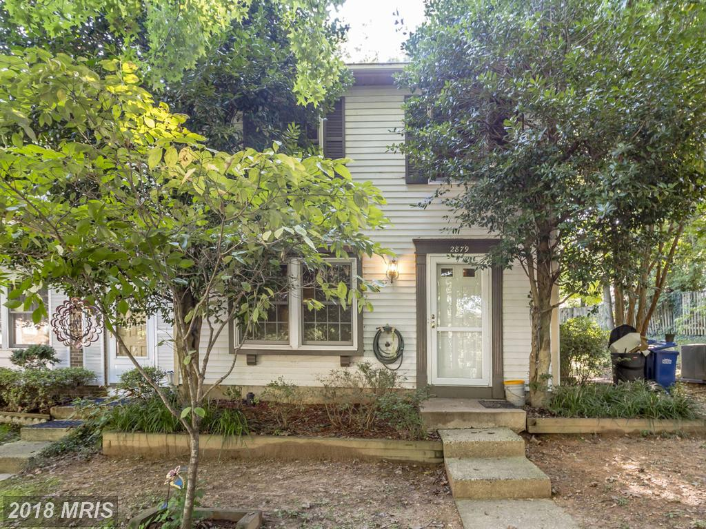 3 BR / 2 BA Colonial Townhouse On The Market At $375,000 In Great Oak Square thumbnail