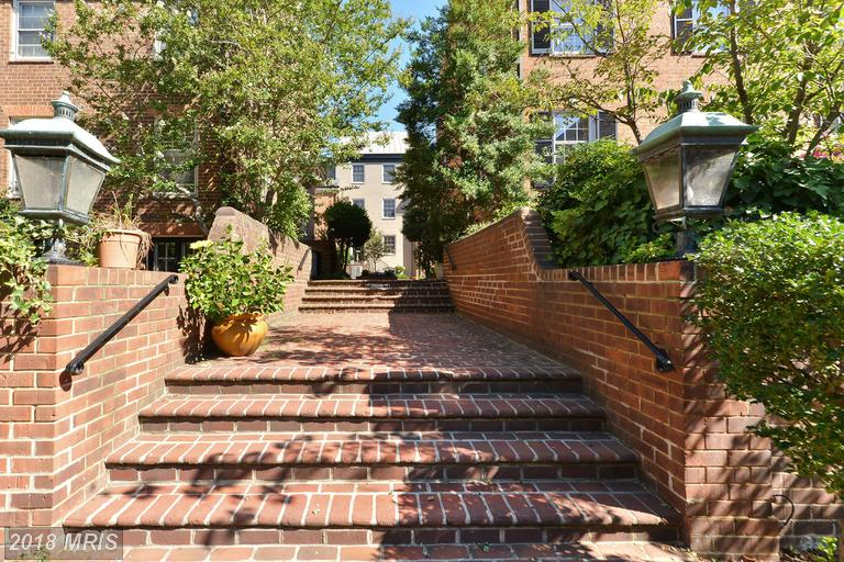 What Choices Are There For Buyers Seeking A Interesting Townhouse Around $1,165,000? thumbnail