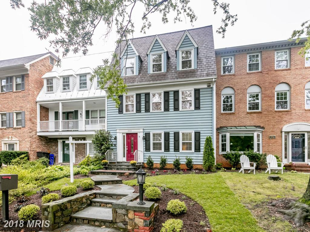 $859,900 For This Mid 20th-Century Colonial-style Residence Listed In Arlington County thumbnail