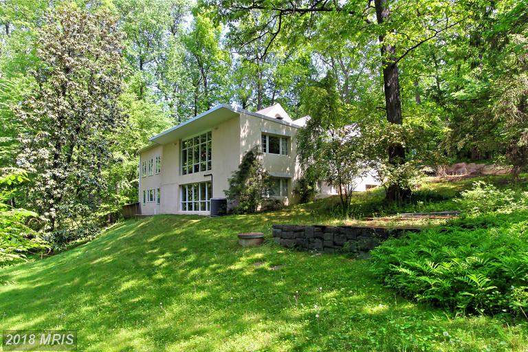 8722 Woodside Ct, McLean, VA 22102