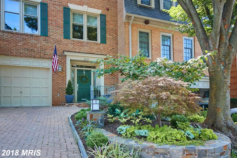 $1,168,000 For 3 BR / 2 BA Colonial In Arlington thumbnail
