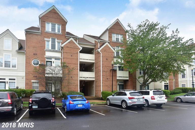 2 Beds // 2 Full Baths - 0 Half Baths // $289,900 In 22315 In Alexandria At Eton Square thumbnail