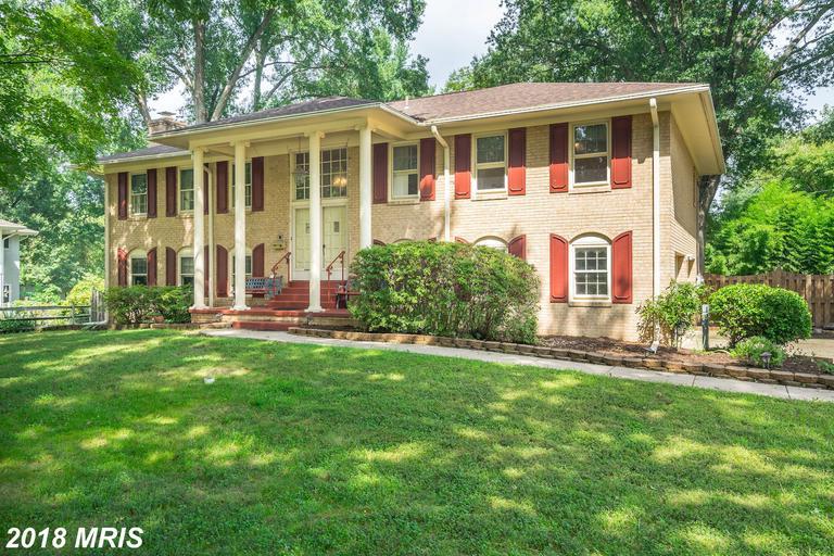 Mid 20th-Century Striking Split Foyer-style Residence House For Sale thumbnail