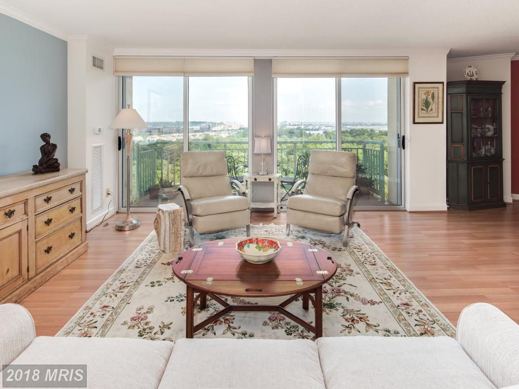 Small Condominium-home On The Market For $515,000 In 22314 In The City Of Alexandria thumbnail