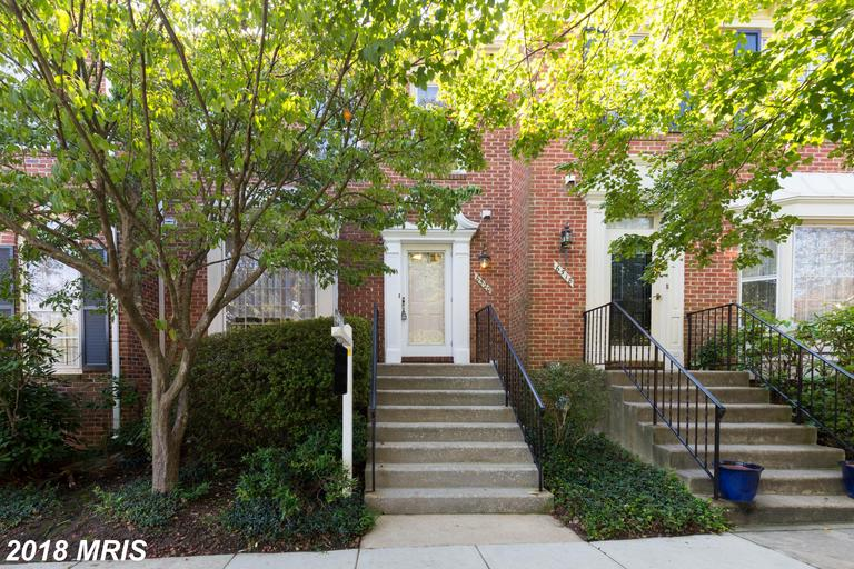 $469,900 For 3 BR / 3 BA Contemporary Townhouse In Northern Virginia thumbnail