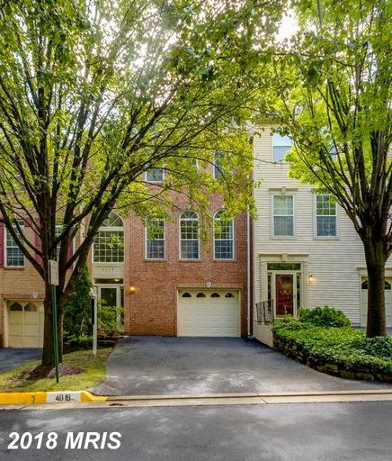 Late 20th-Century 3-Bedroom Colonial Townhouse For Sale $559,900 In 22033 In Fairfax thumbnail