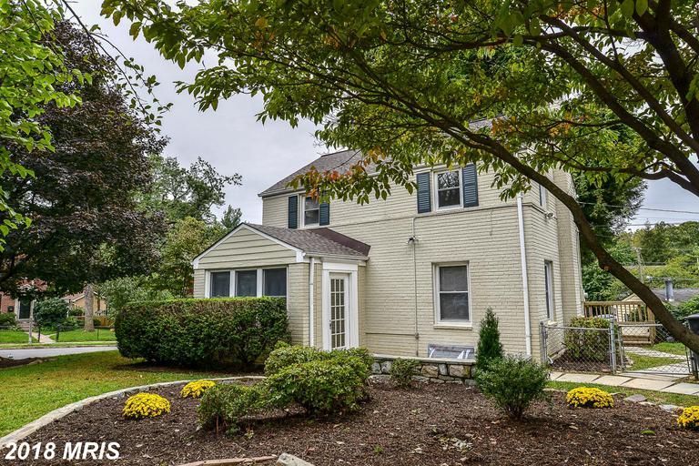 Unique $755,000 3-bedroom Colonial-style $755,000 House  :-:  5853 14th St N Arlington VA 22205 thumbnail
