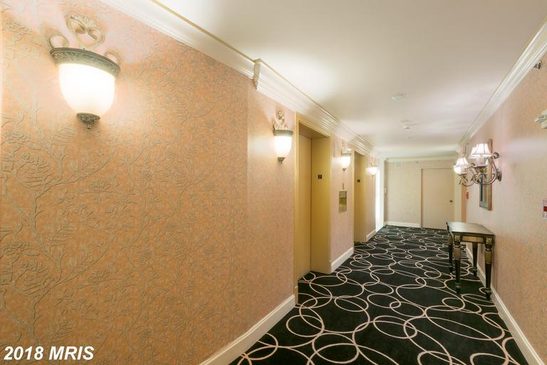 Photo of 1200 Crystal Dr #211
