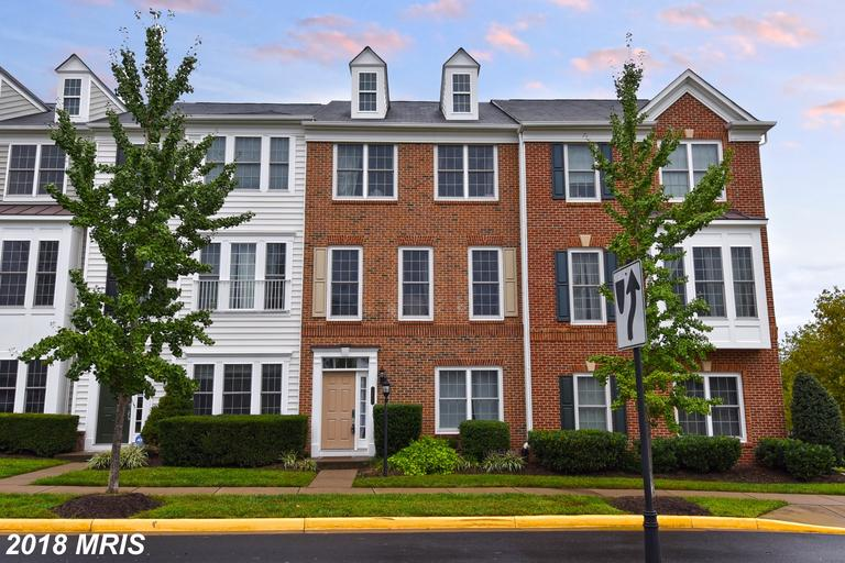 Photos And Prices Of Townhouses In 22191 In Woodbridge At Potomac Club Condo thumbnail