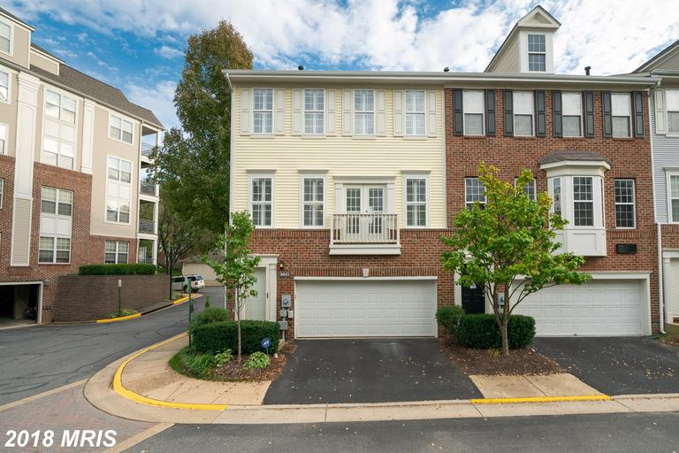 2 BR / 2 BA Colonial For Sale At $454,000 In 22042 In Fairfax County thumbnail