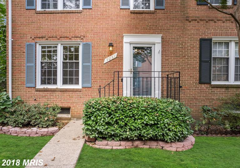 3-bedroom Traditional-style Townhouse For Sale At $439,000 In 22151 In Fairfax County thumbnail