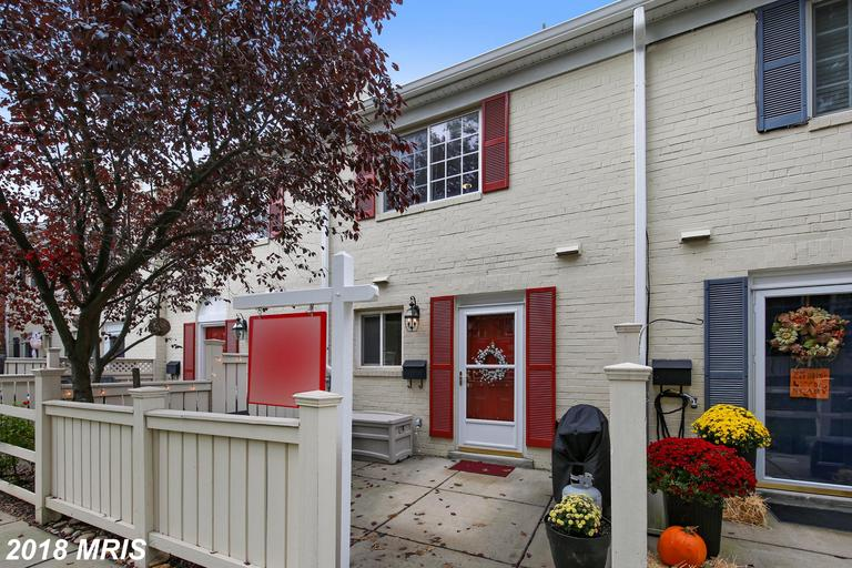 $324,900 For 2 BR / 1 BA Colonial Townhouse In Alexandria thumbnail