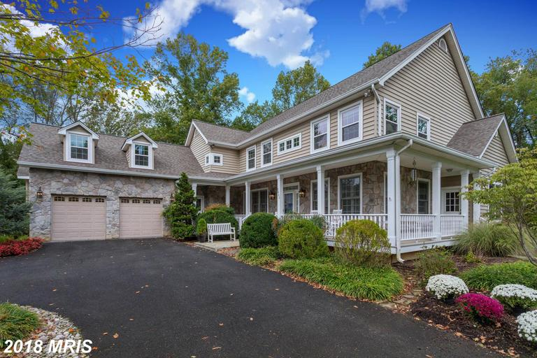 $1,300,000 :: 5 Bedroom Home, 13 Days On Market In 22181 thumbnail