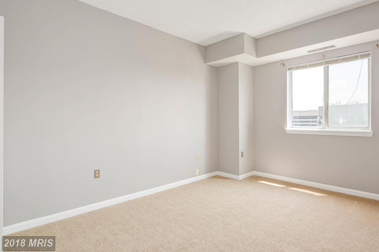 Photo of 1211 Eads St S #1504