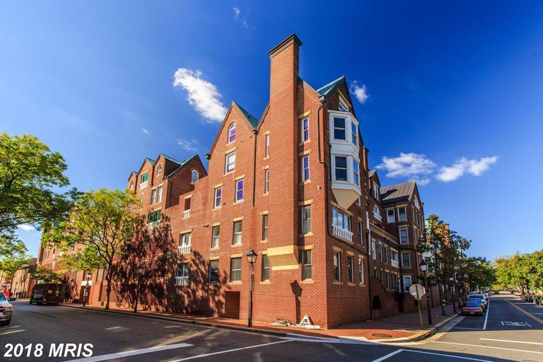 Listed Properties 10/16/2018 Around $875,000 In Alexandria, Virginia thumbnail