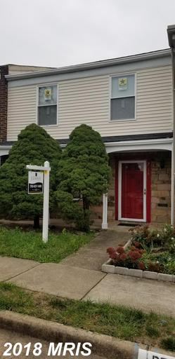 Charming Mid-Market Townhome Listed For $305,000 In Herndon thumbnail