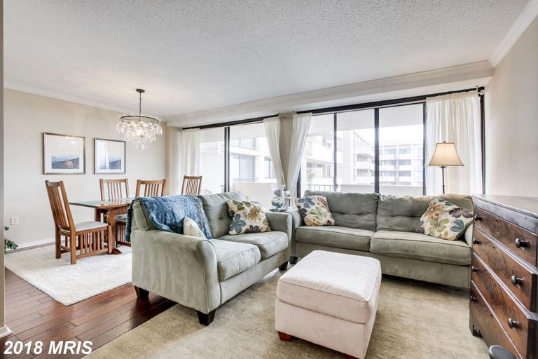 Mid 20th-Century Condominium Listed For Sale For $349,888 In 22203 In Arlington thumbnail