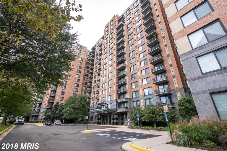 Find A Great Deal On A $299,900 High-Rise Condo Near Eisenhower Metro thumbnail