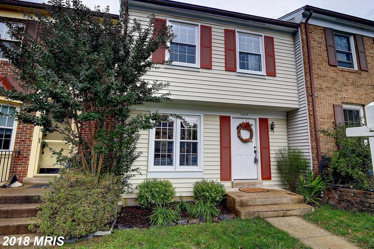 Late 20th-Century 2-Bedroom Townhouse Listed At $328,900 In Centreville, Virginia thumbnail