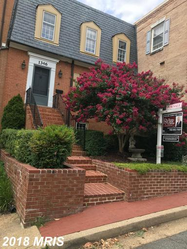 Colonial-Style Townhouse Listed For Sale For $929,000 In 22201 In Arlington County thumbnail