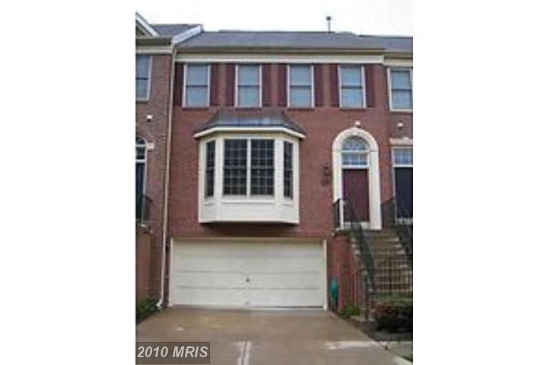 $599,000 Townhouse On The Market At 11597 Avondale Dr In Fairfax VA 22030 thumbnail