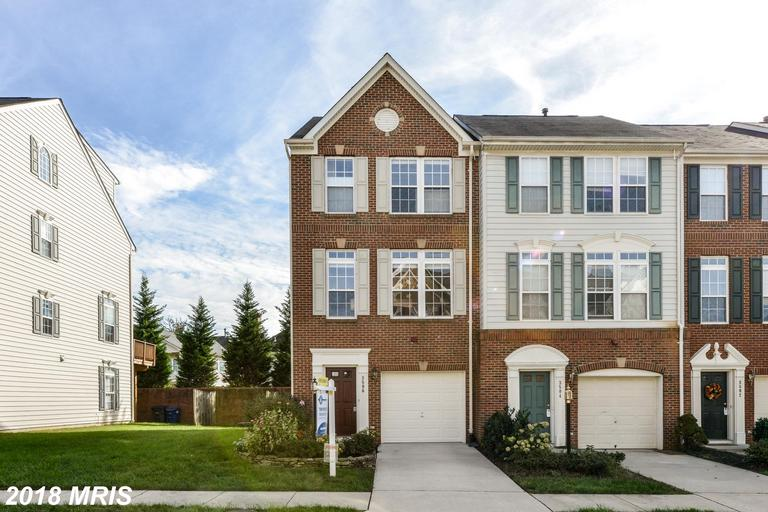 3-Bedroom Townhouse In Falls Church thumbnail