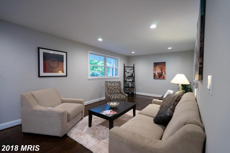 Mid-Market Detached House In 22151 In Fairfax County thumbnail