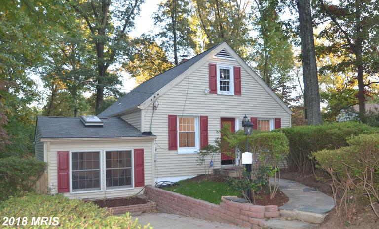 Mid 20th-Century Detached Home Listed For $560,000 In Falls Church thumbnail