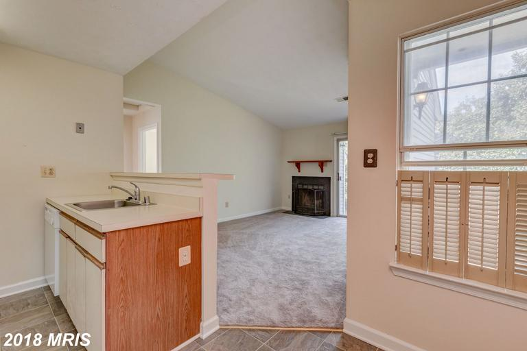 $1,350 :: 8629d Beekman Pl #29d Alexandria Virginia 22309 Very Close To Metro Station thumbnail