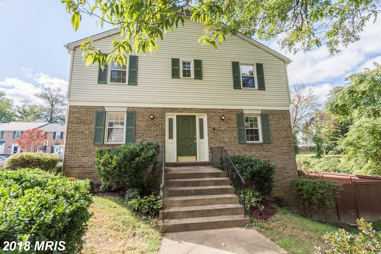 Modest 3-Bedroom Colonial Listed For Sale At $480,000 In Fairfax, Virginia thumbnail
