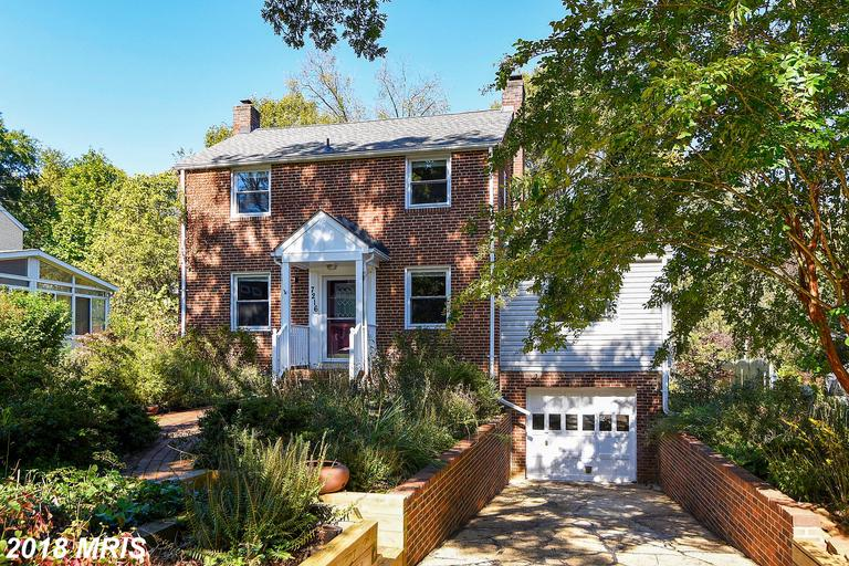 Large Single-Family Home In Falls Church At Walnut Hill thumbnail