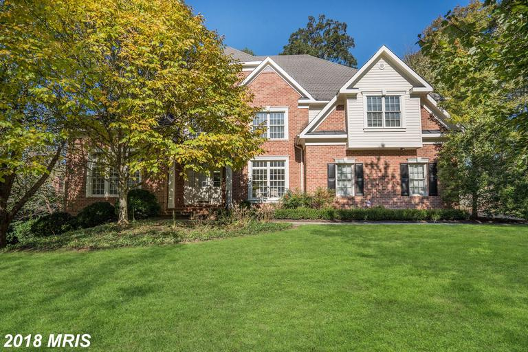 3,597 Sqft Colonial-style House Listed At Deep Glen In Great Falls thumbnail