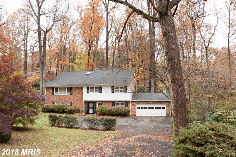 3429 Farm Hill Dr, Falls Church, VA 22044