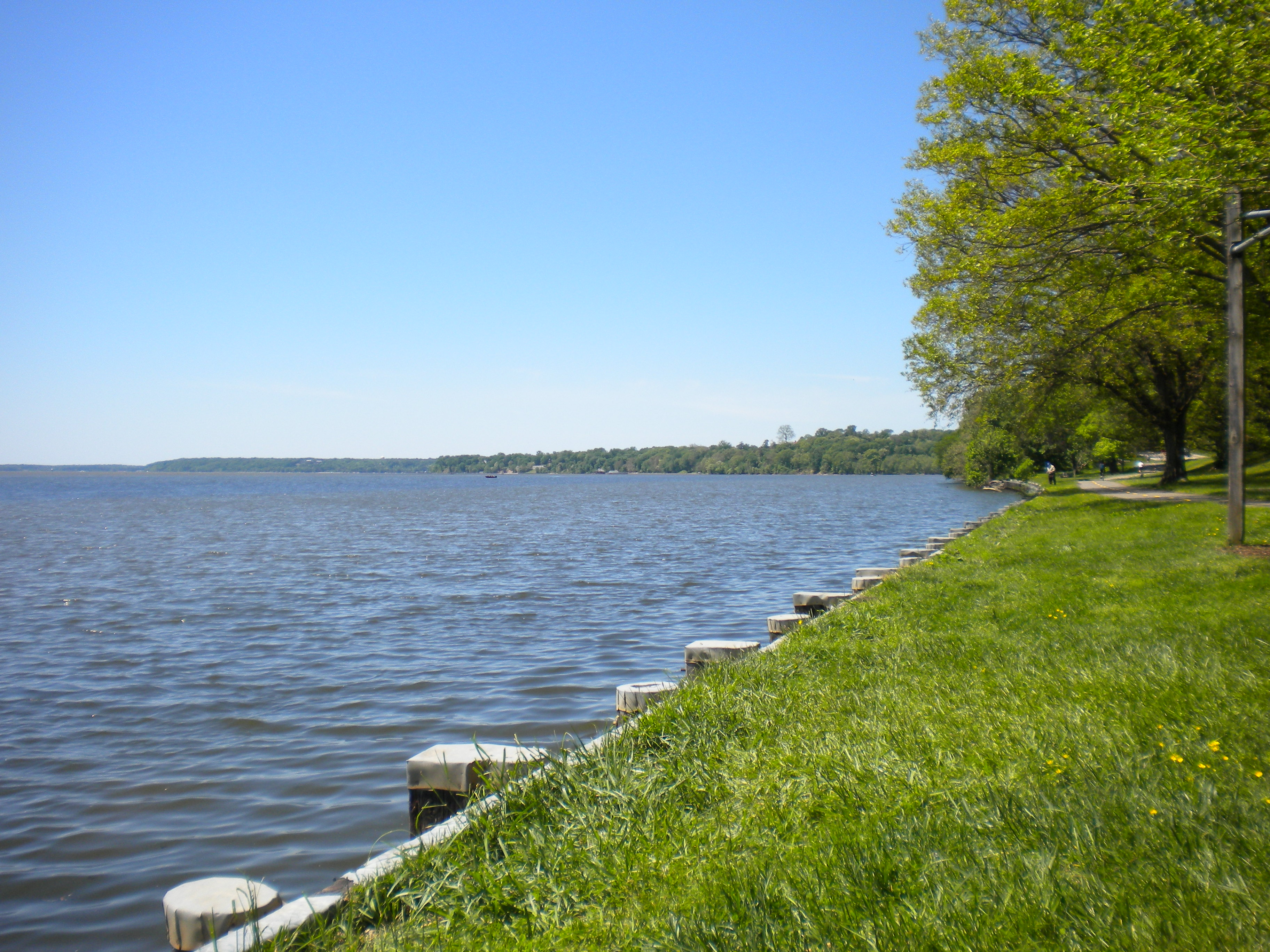 Banks of the Potomac near Mount Vernon