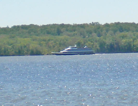 Nina's Dandy plying the Potomac