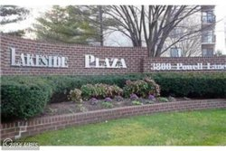 What is Lakeside Plaza like in Falls Church?