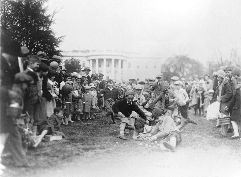 Egg roll on the White House lawn, 1929