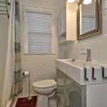 Belle View condo bathroom