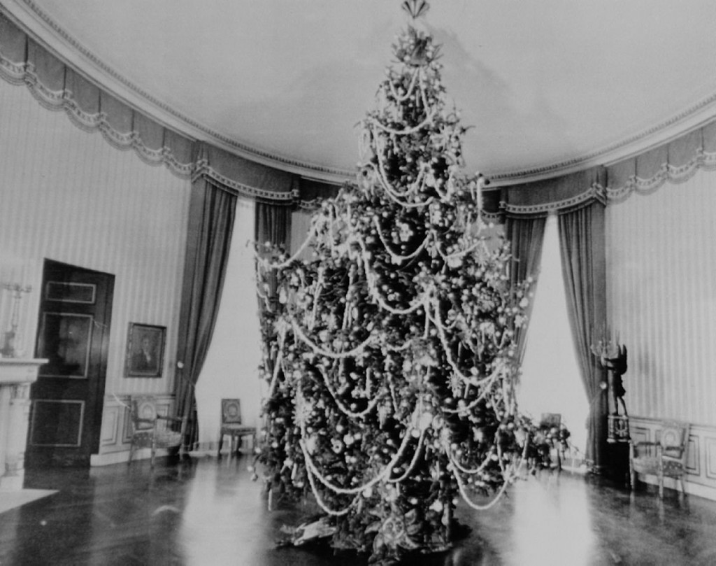 christmas-tree-blue-room-1964